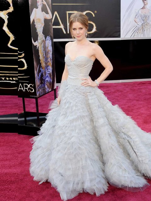 Amy Adams wearing a stunning Oscar de la Renta gown and Mouawad jewelry to the Oscars, February 2013, Hollywood.
