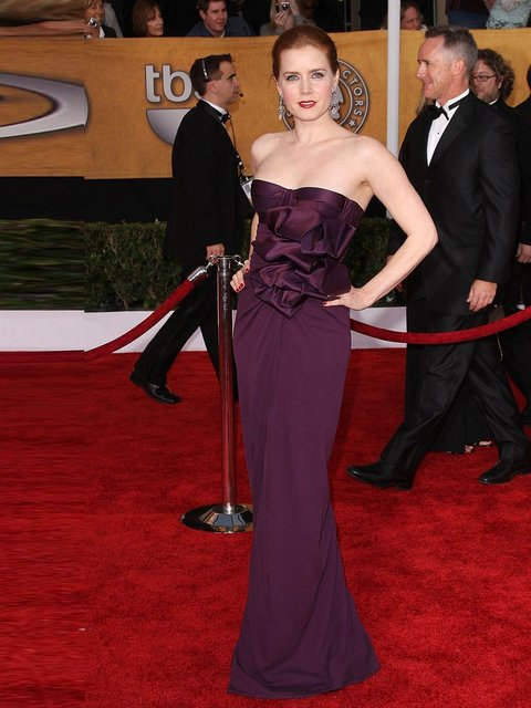 Amy Adams wore a fitted burgundy Giambattista Valli gown to the 15th Annual Screen Actors Guild Awards, January 2009, Los Angeles.