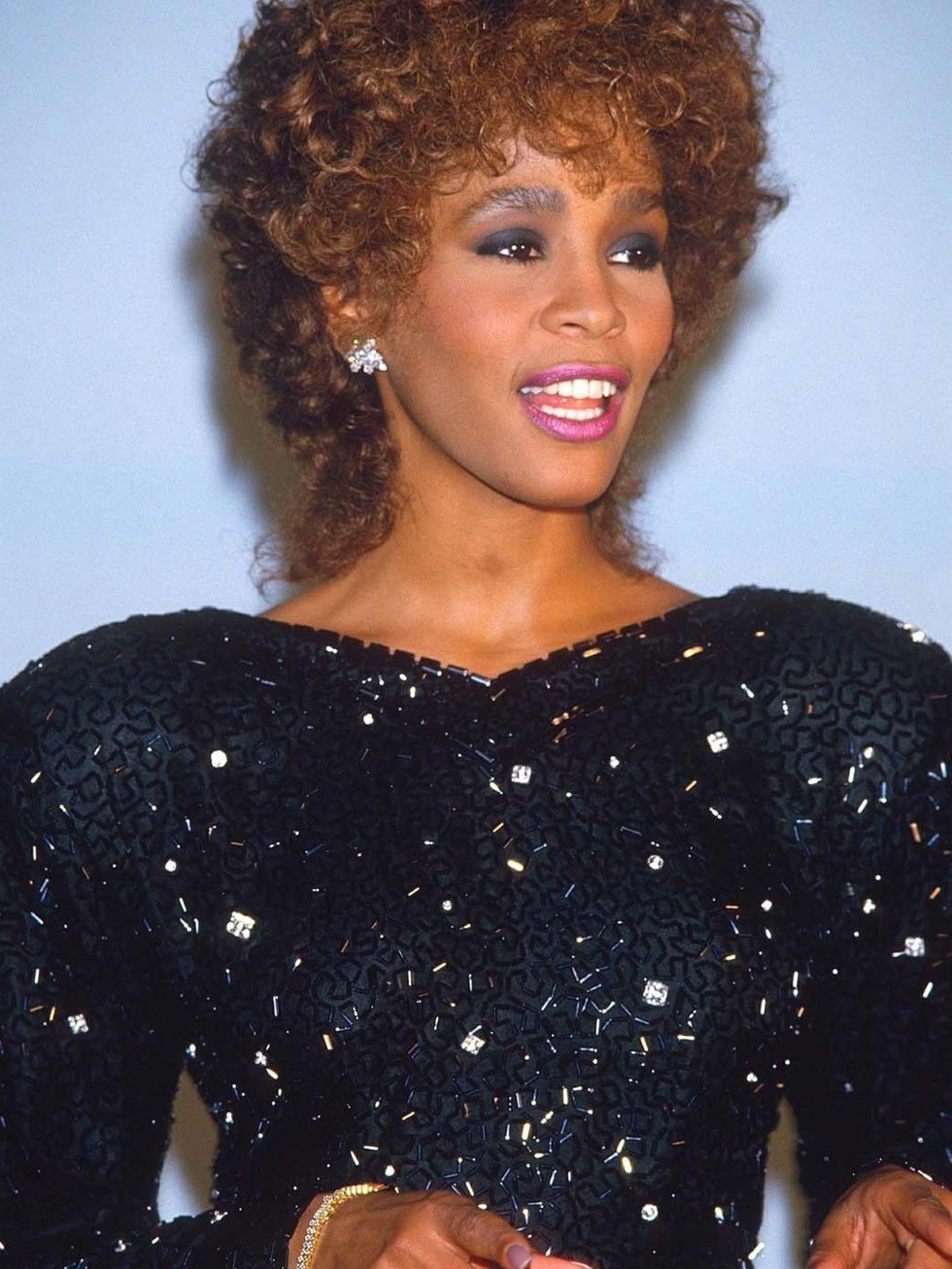 Whitney Houston Hairstyles Whitney Houston Dies Her Iconic Style Remembered