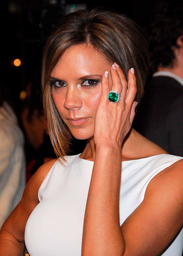 here she is for example at the vanity fair oscars party in 2012 - Victoria Beckham Wedding Ring
