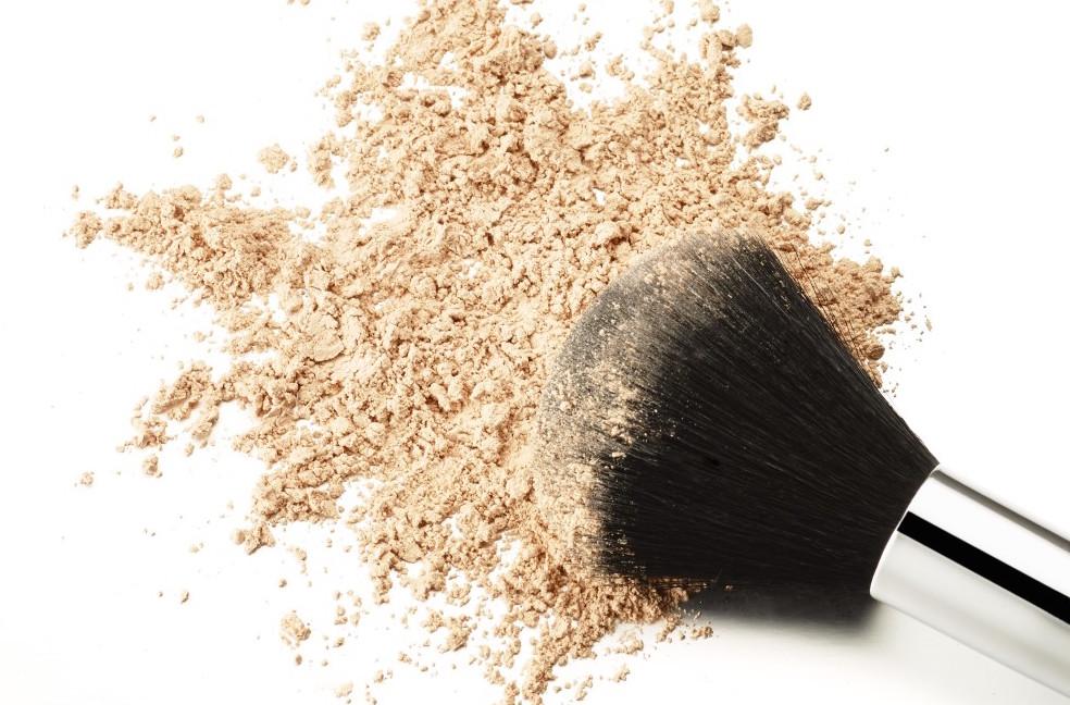 beauty hack fix your broken makeup in seconds