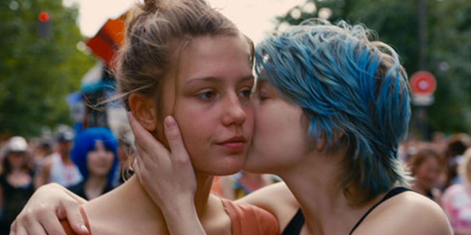 Глядя фильмы на лесбийскую тематику