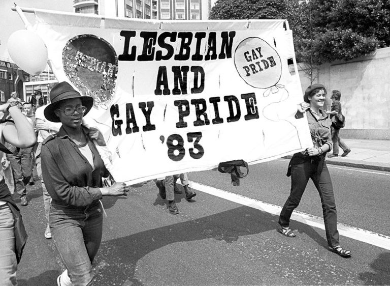 Suite hippies - Page 4 Gallery-1466528085-lesbian-and-gay-pride-london-1983-getty