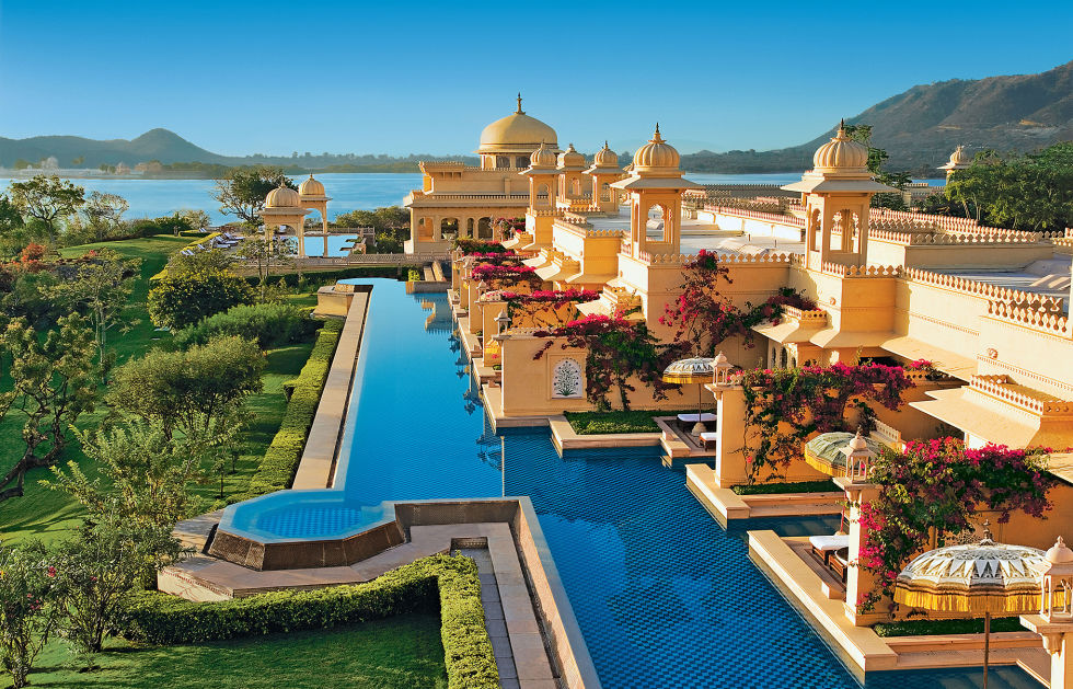 Разположен в хълмовете на северозапад от Индия, Удайпур е лесно една от най-красивите градове на Индия.  Тук, мраморни дворци с изглед към града пет езера, докато сложни дворове и безупречно красиви градини добавят само към магията и великолепие.