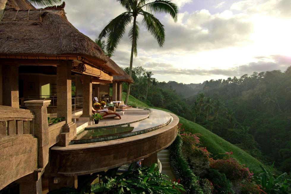 Бали е перфектната комбинация от релаксиращи плажа бягство и екзотични тропиците на.  Тук, курортите имат уникален начин на размиването на границата между архитектура и ландшафт, което означава, че вашият вила басейн може да се чувстват така, сякаш тя се простира в океана на аквамарин, и вашия балкон тераса, като че ли се вписва в тучни зелени планински склон.