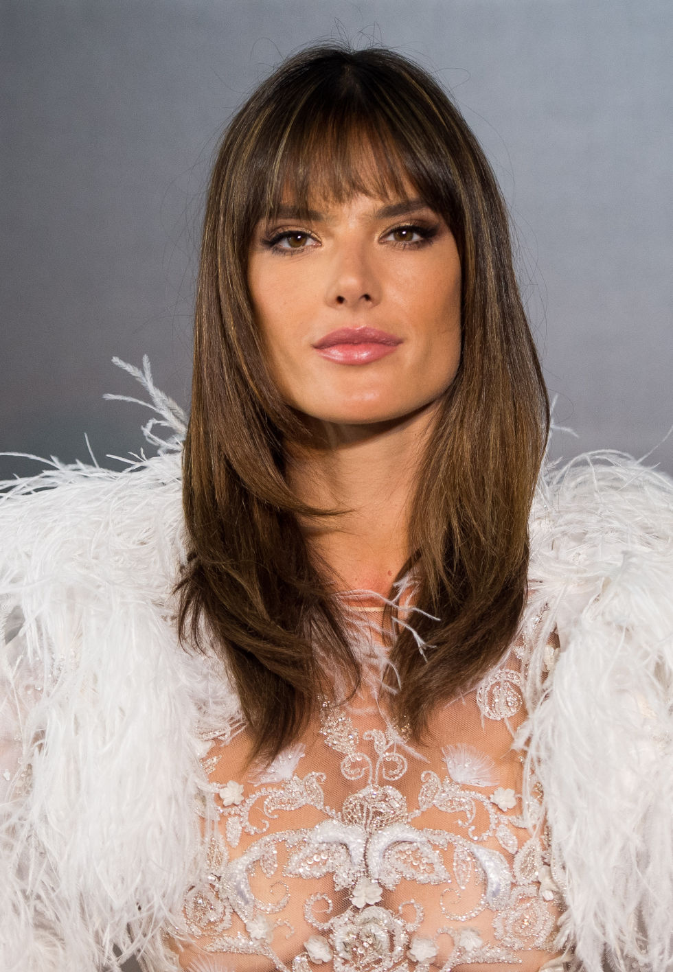 Perfect Side Bangs For Oval Face