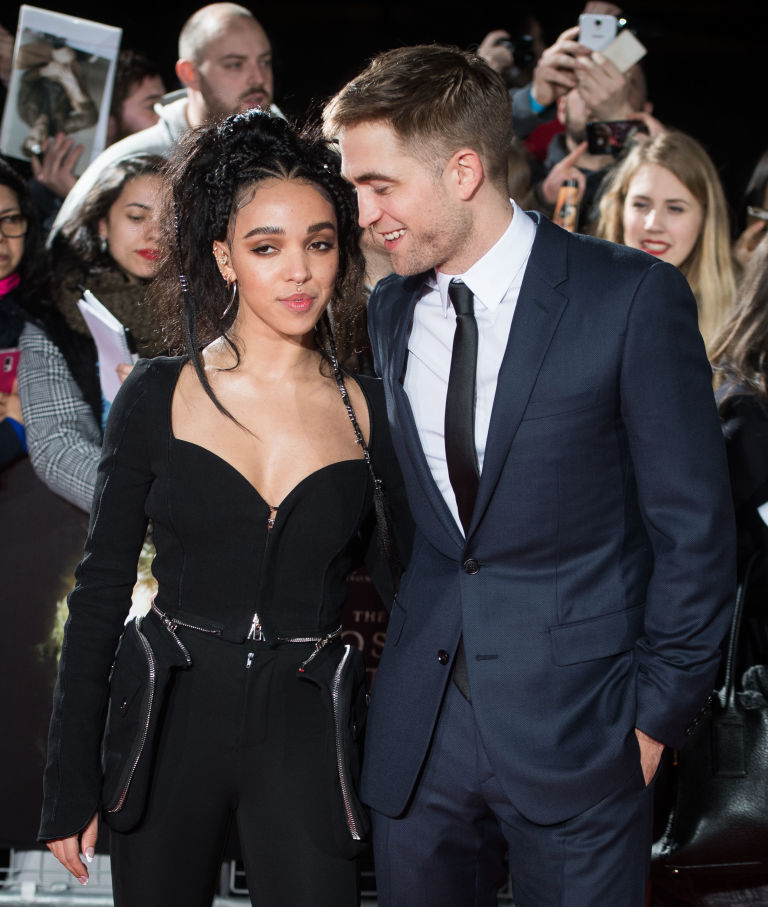 FKA Twigs & Robert Pattinson laugh at Premiere