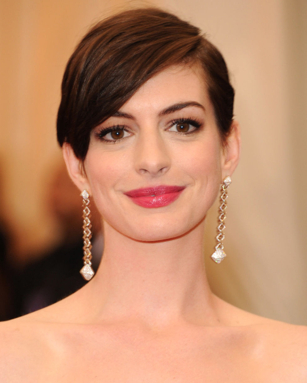 Hairstyles messy medium hairstyle with waves 28 Best Short Hair Styles Bobs Pixie Cuts And More Celebrity Hairstyles For Short Hair