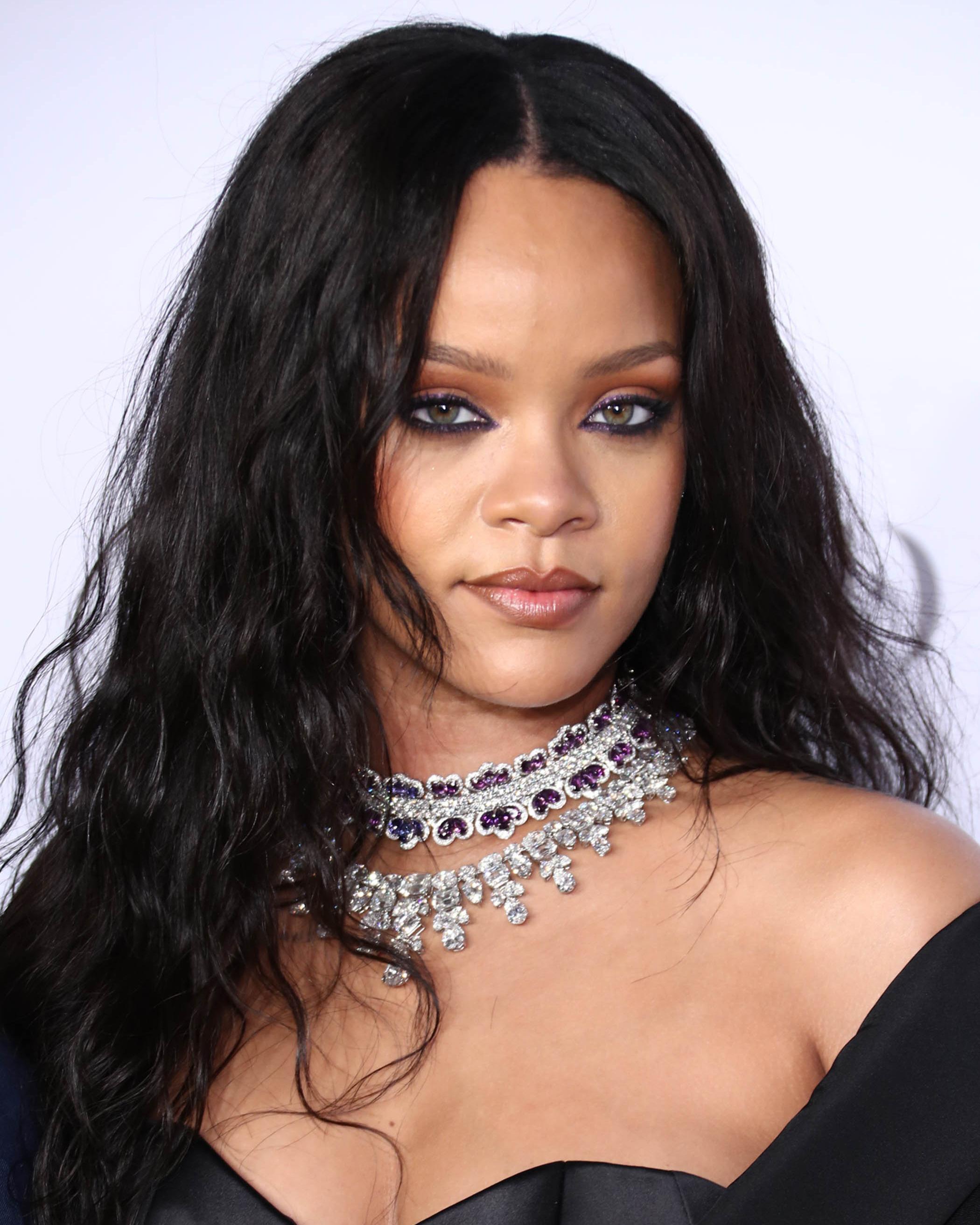 Rihanna's Hair Evolution - Every One Of Rihanna's ...