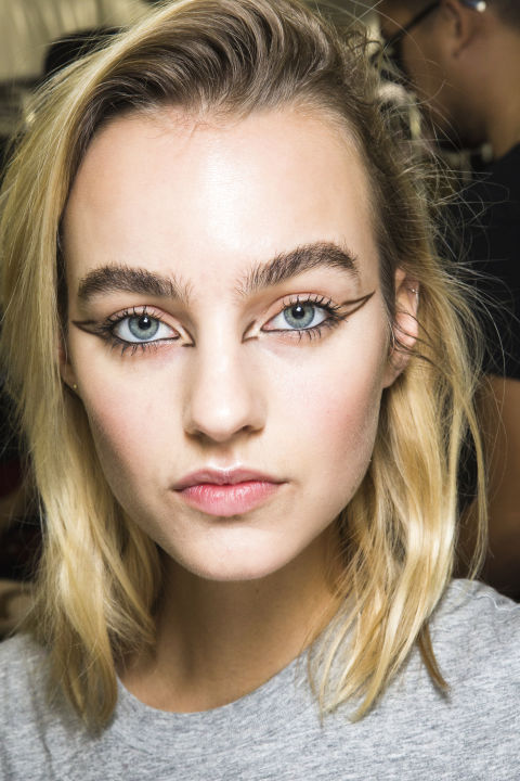spring makeup trends for 2018 best ss18 spring beauty trends. Black Bedroom Furniture Sets. Home Design Ideas
