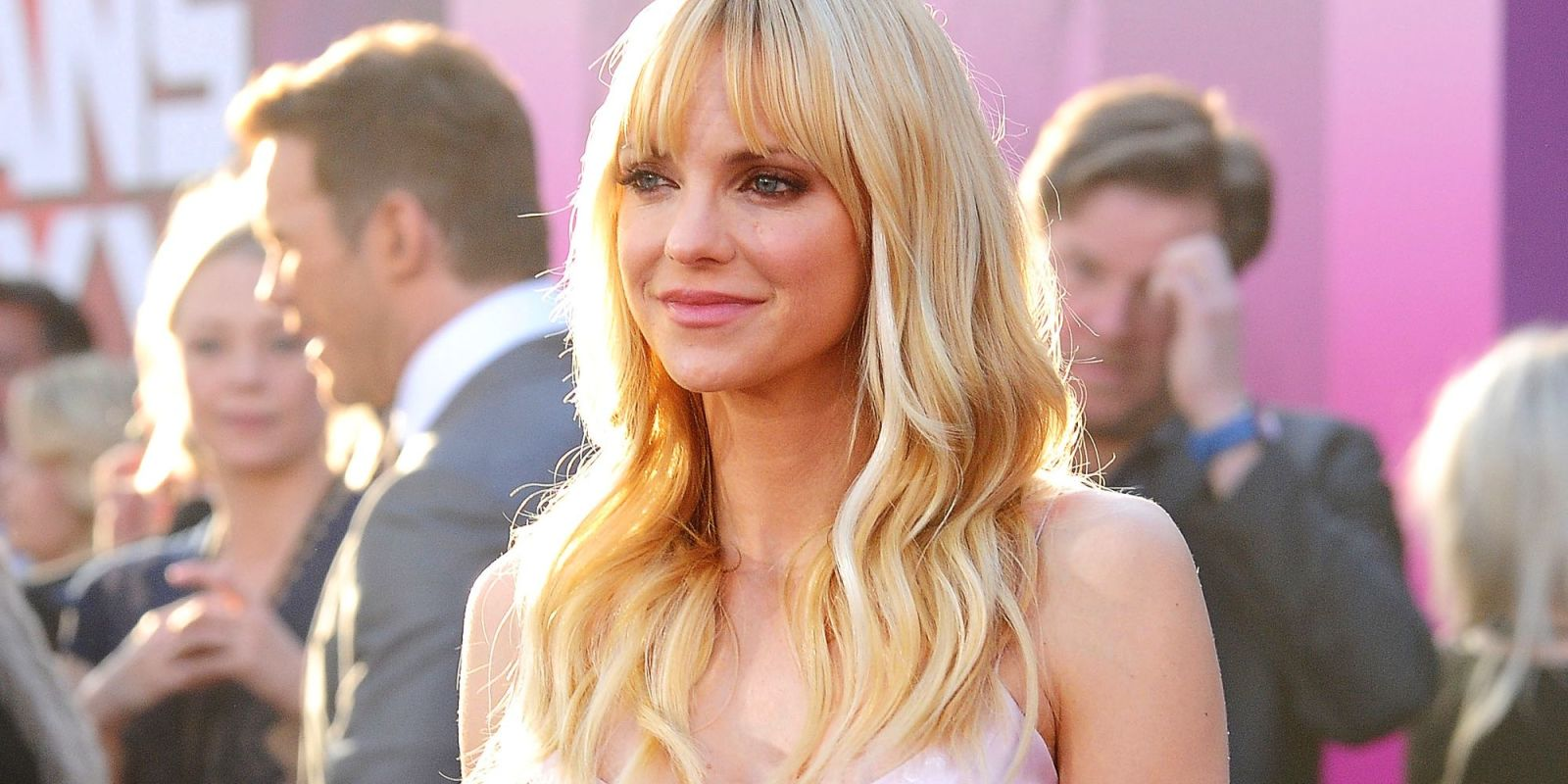 9 Chris Pratt Stories That Make It Hard to Read the New Anna Faris Book